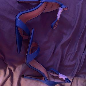 Shoes - SIZE 6